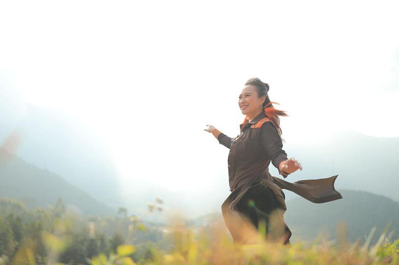 """Sự trở lại của nàng """"Họa mi hót trong mưa""""- ca sĩ Khánh Linh"""